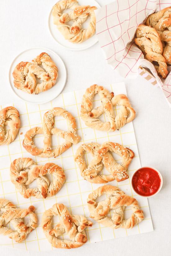 Recipe for (easy) homemade ranch pretzels and sriracha marinara (so good!)