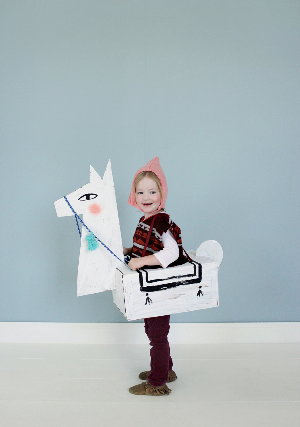 24 awesome diy halloween costume ideas 24 awesome diy halloween costumes to try this year diy cardboard llama costume solutioingenieria Image collections