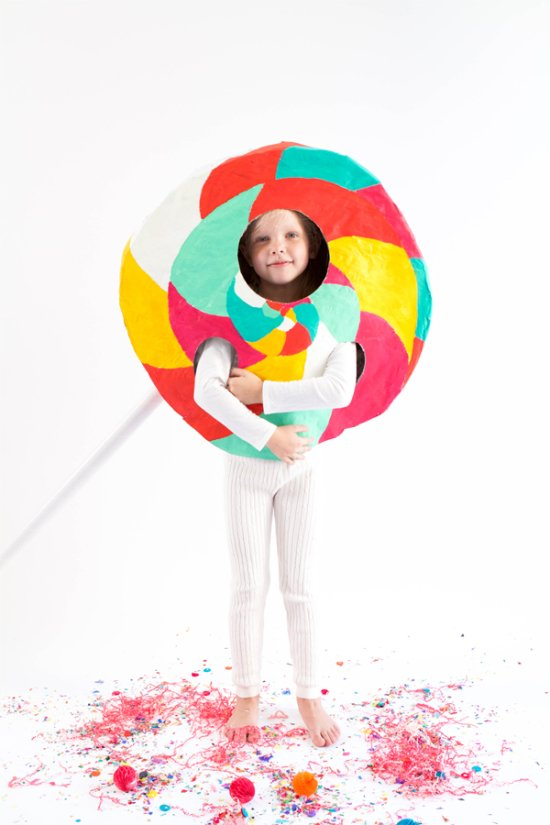 24 Awesome DIY Halloween Costumes to Try This Year // DIY Lollipop Costume