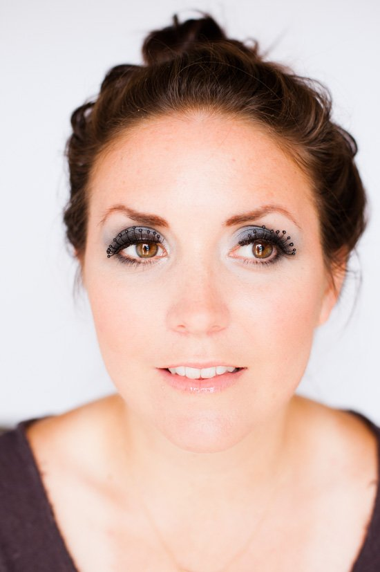 How to create a dramatic smokey eye for Halloween (beauty tutorial)