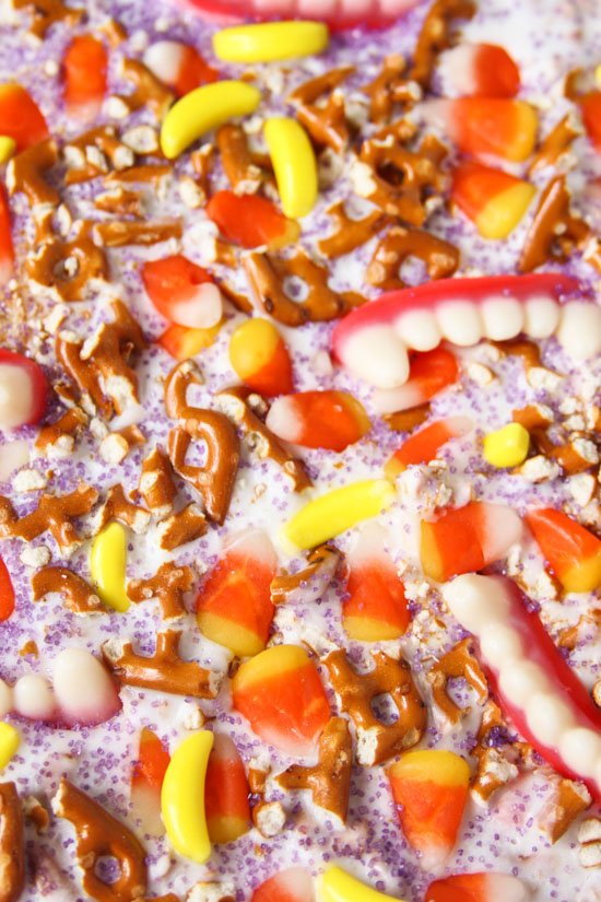 (Super Delicious) Halloween Candy Bark Recipe