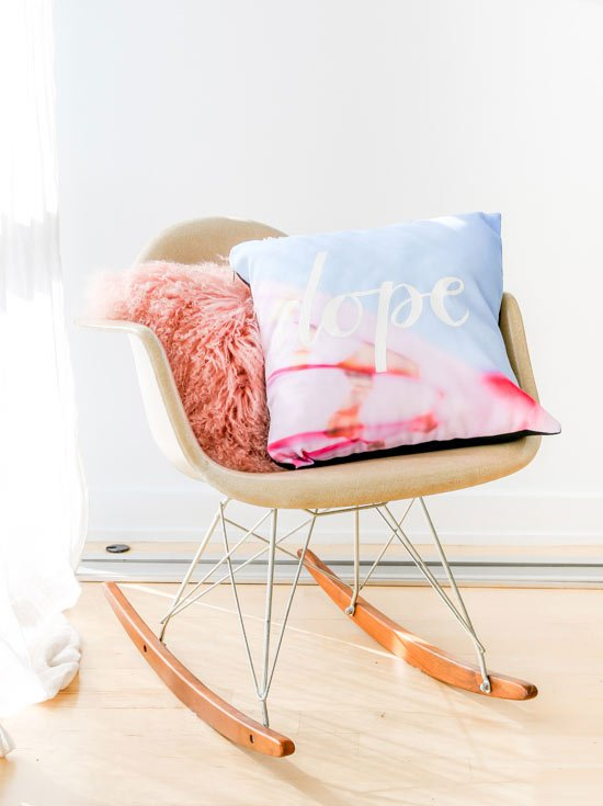 DOPE // Totally going to try this hand lettered DIY message pillow. Click through for the tutorial.