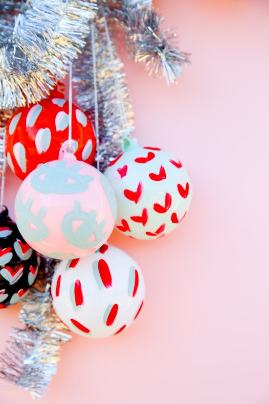 15 Minute DIY to Try // Painted Pattern DIY Holiday Ornaments