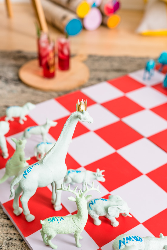 Make this giant DIY chess set for the holidays and beyond (great gift for kids too). Click through for the step by step photo tutorial.