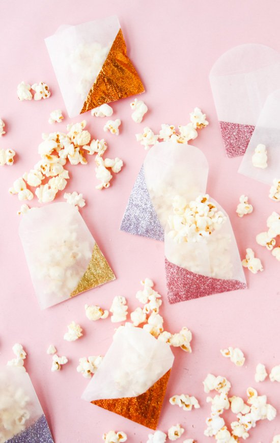 14 New Year's Eve DIYs to Try Before 2016 // Glitter Blocked Party Bags
