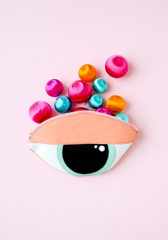 DIY eye clutch. Click through for the sewing tutorial.