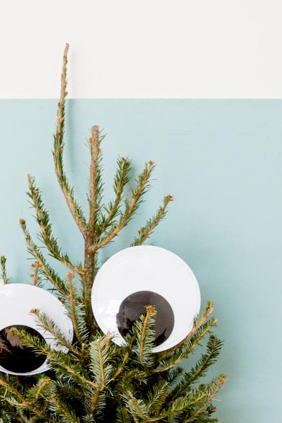 unique-googly-eye-christmas-tree-idea-3