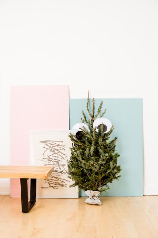 unique-googly-eye-christmas-tree-idea-5