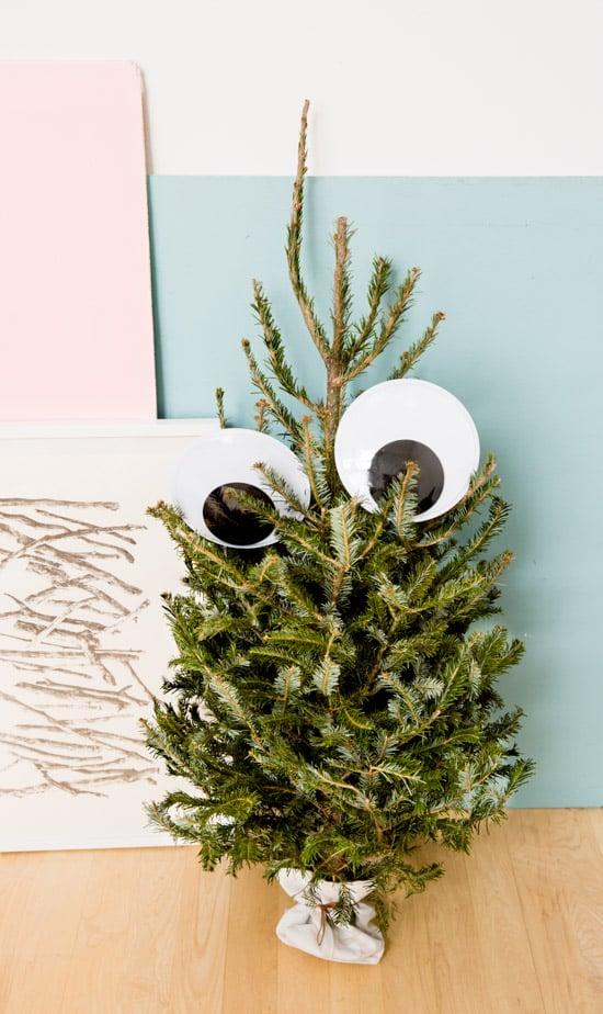 unique-googly-eye-christmas-tree-idea
