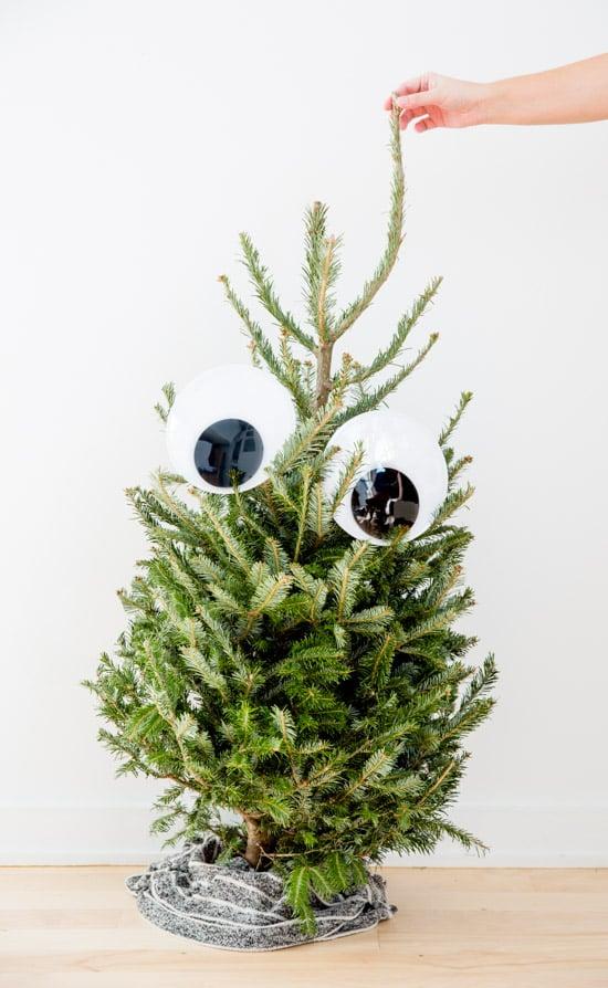 unique-googly-eye-christmas-tree-idea8