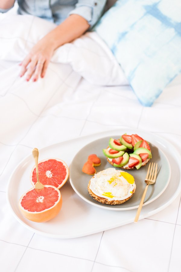 3 insanely easy breakfast in bed ideas for a low key