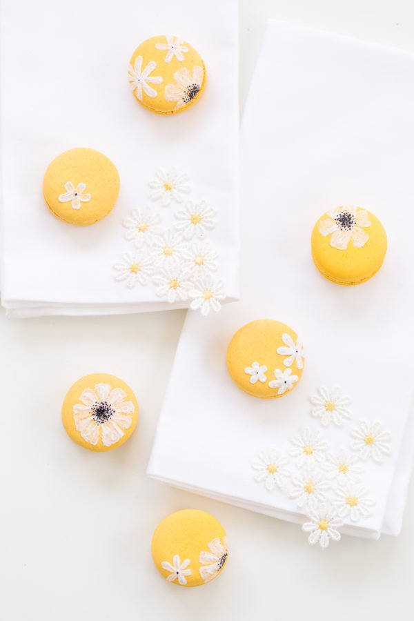 Daisy Macarons for Easter