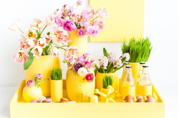 How to create a monochromatic centerpiece for spring