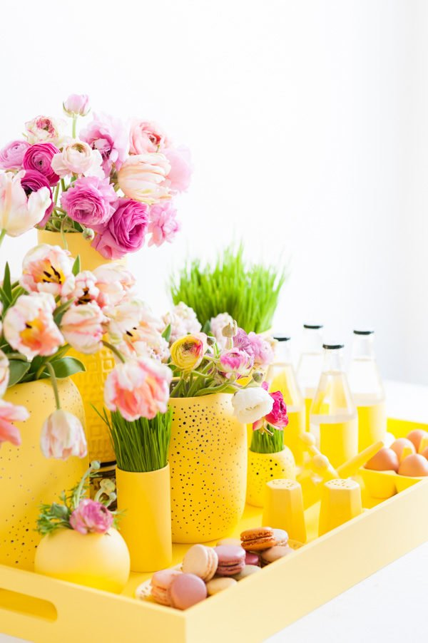 How to create a monochromatic centerpiece for spring (and Easter)