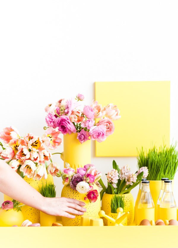 DIY monochromatic centerpiece for spring (and Easter)