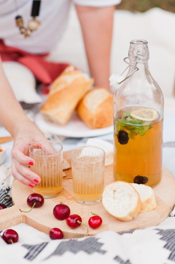 Summer picnic ideas (with cocktail recipe for spiked blackberry iced tea)