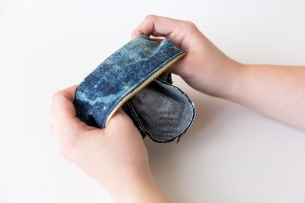 How to transform old jeans into a denim clutch in about an hour
