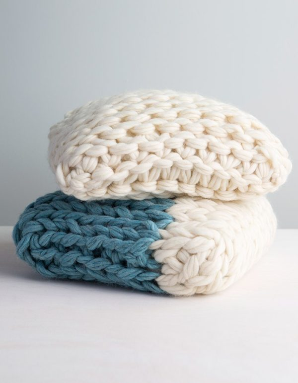 Arm knit throw pillow DIY