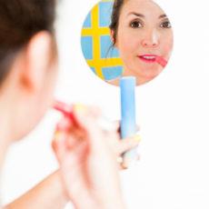 Mirror, Mirror: How to Make a Modern DIY Hand Mirror in 30 Minutes