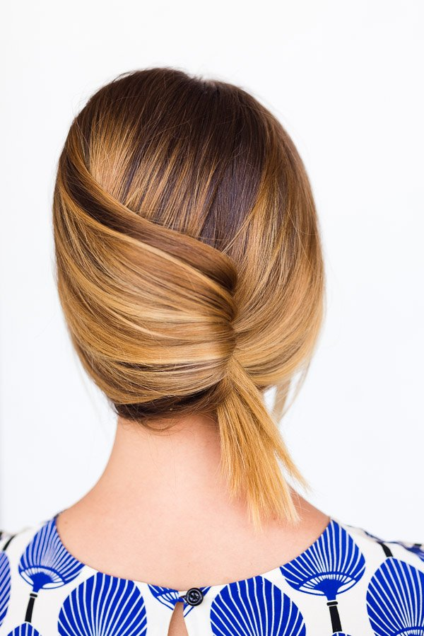 A Casual Summer French Twist in 60 Seconds. Click through for the (easy-as-can-be) hair tutorial.