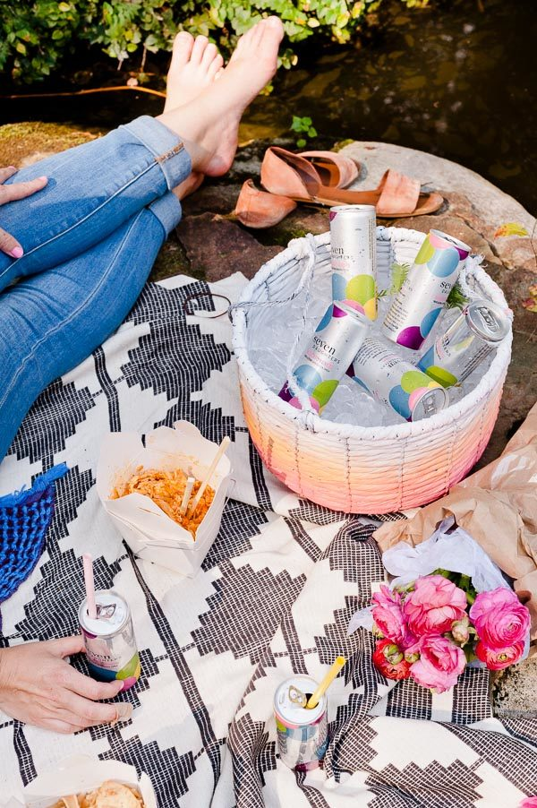 Picnic in the park + a hanging DIY ice chest for Labor Day