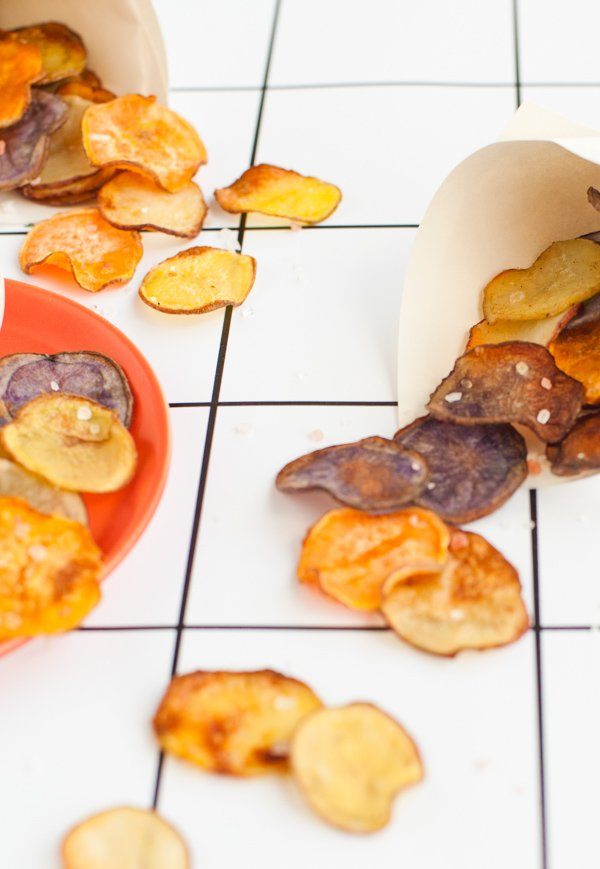 A healthier, homemade option for potato chips. Click through for the quick and easy recipe.