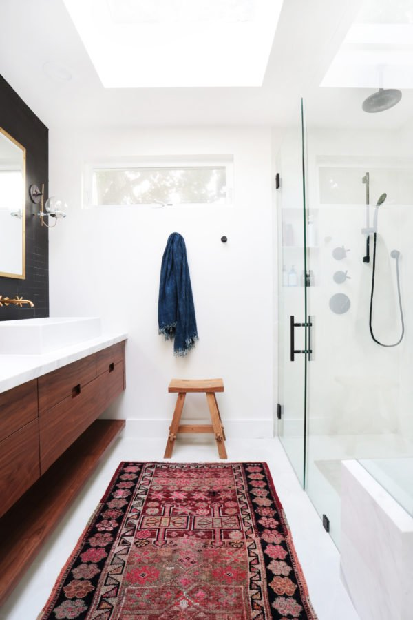 Kilim rug in the bathroom