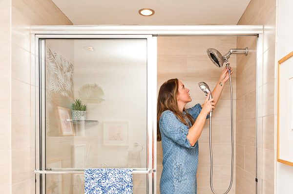 Guest bathroom makeover / how to switch out a shower head in 5 minutes