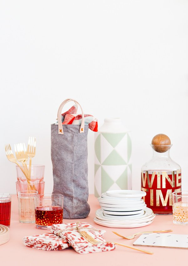 Make DIY canvas wine totes from scratch with this simple sewing tutorial that takes you through everything from cutting the fabric, to dyeing, to adding leather handles, etc. Great for Thanksgiving and Christmas hostess gifts!