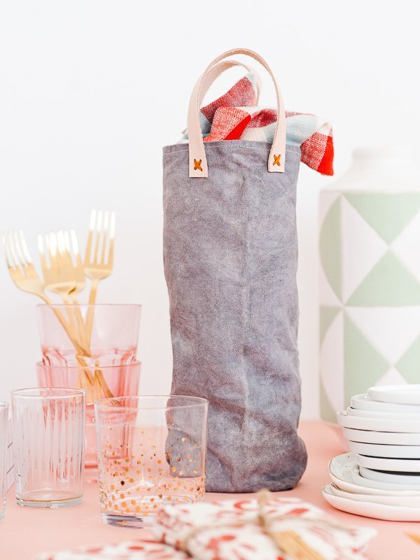 Click Through For The Tutorial This Sewn Diy Wine Tote Form Scratch With And