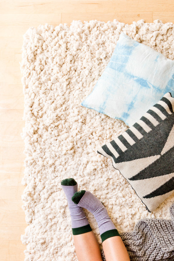 Cozy Up: 14 (Fall) DIYs to Try During the Long Thanksgiving Weekend // Cotton Rug DIY
