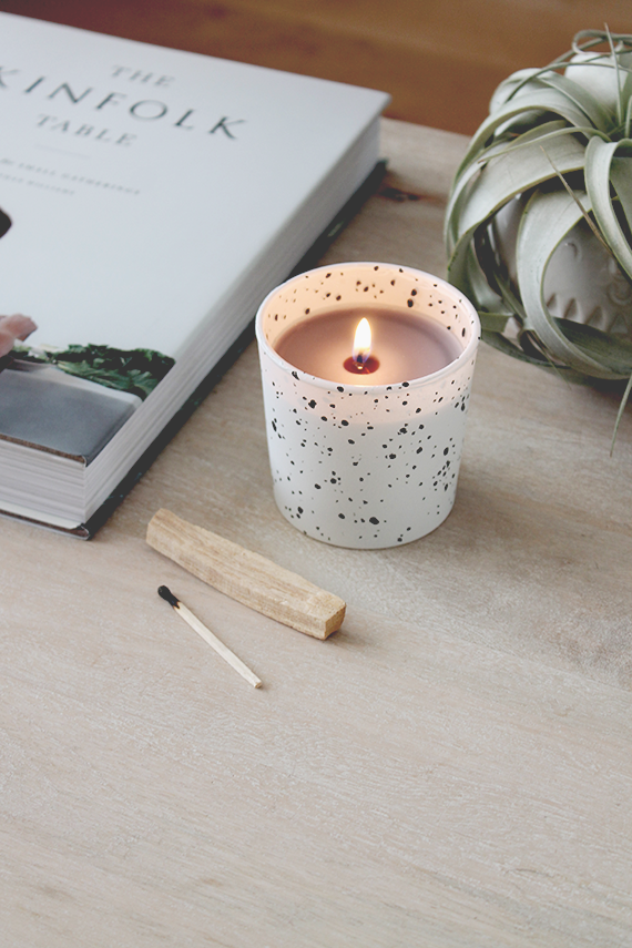 Cozy Up: 14 (Fall) DIYs to Try During the Long Thanksgiving Weekend // Speckled Candle DIY