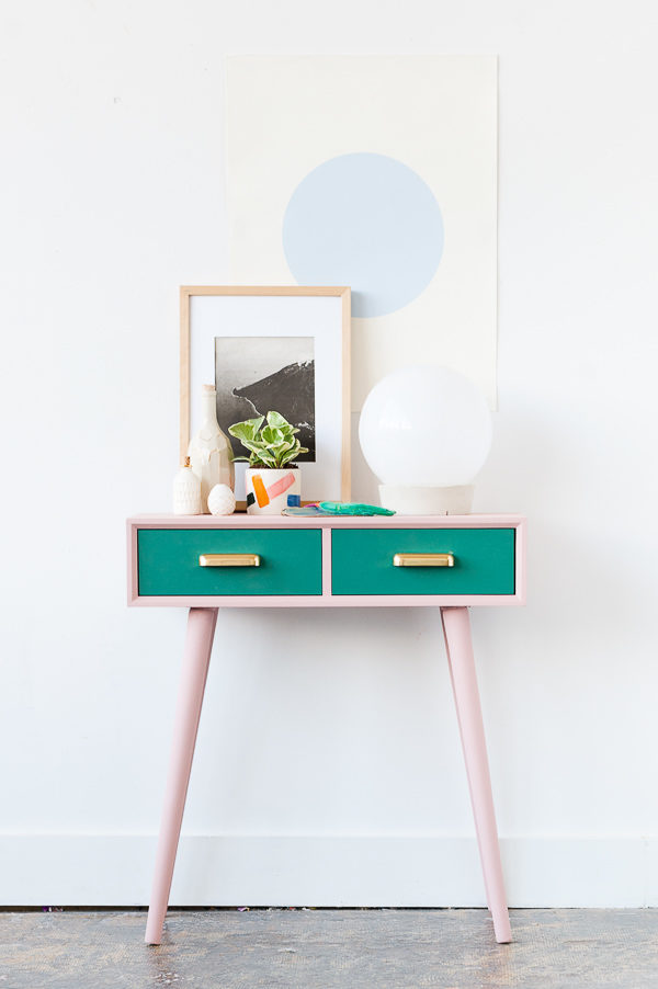 Before and After: A Mid-Century Entryway Table Makeover For Fall
