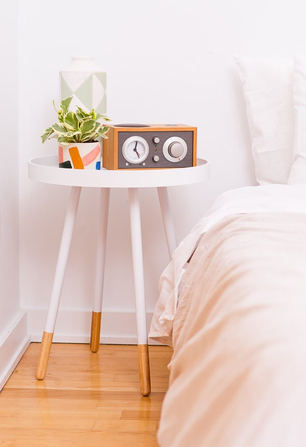 A modern eclectic guest bedroom reveal, with affordable furniture pieces and DIY ideas.