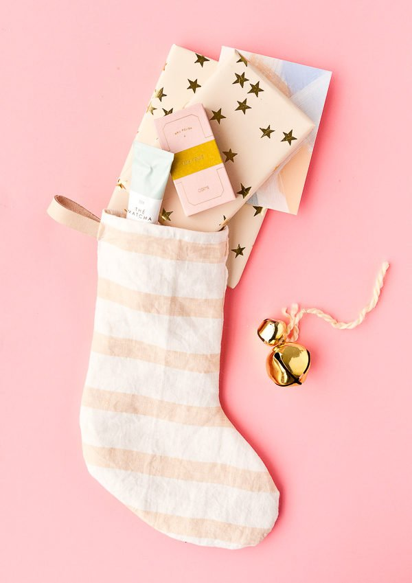 How to Make DIY Holiday Stockings with Old Tea Towels