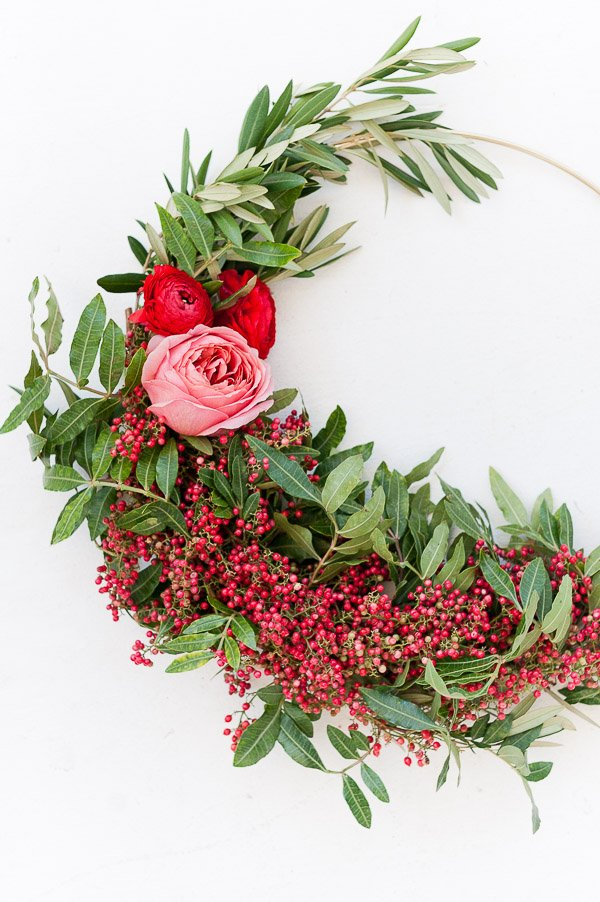How to make asymmetrical holiday wreaths (click through for the tutorial). #wreath #holiday #christmas #christmasdiy #diy #holidaywreath #flowers #holidayberries #holidayflowers