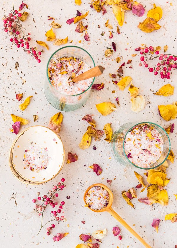 How to make bath salts with dried rose petals