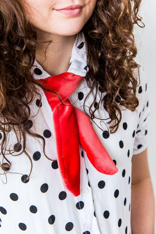 Oh My, DIY Bow Tie: 2 Ways to DIY Bow Ties (Long and Skinny or Short and Velvet)