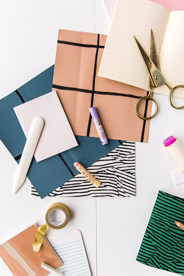 Use wallpaper scraps to create DIY notebooks in 5 minutes.