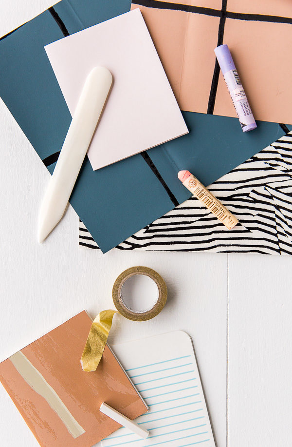 Use wallpaper scraps to make DIY notebooks in 5 minutes, on Paper & Stitch.