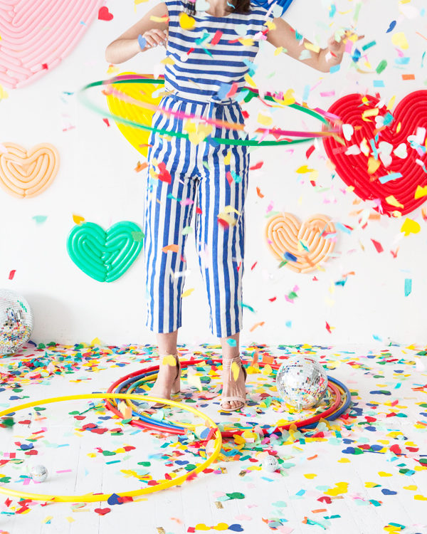Love this Valentine's Day photo booth backdrop made of balloons shaped into hearts.