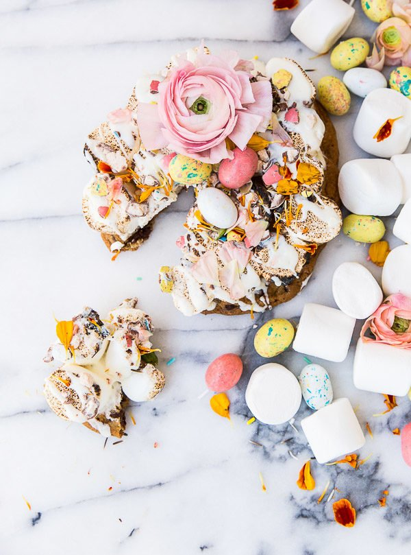 Love this idea for a pastel s'more pizza recipe - for spring and Easter.