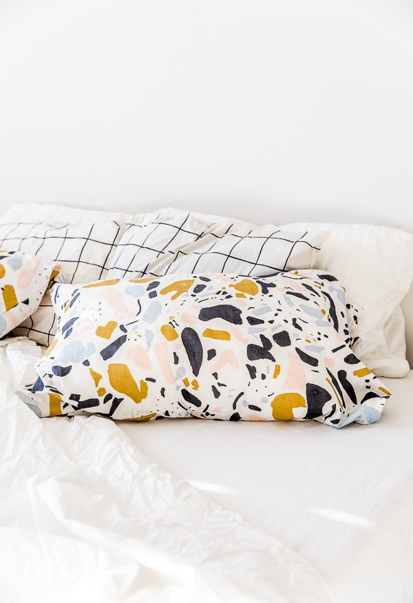 How to make standard pillowcases with any fabric in 15 minutes.