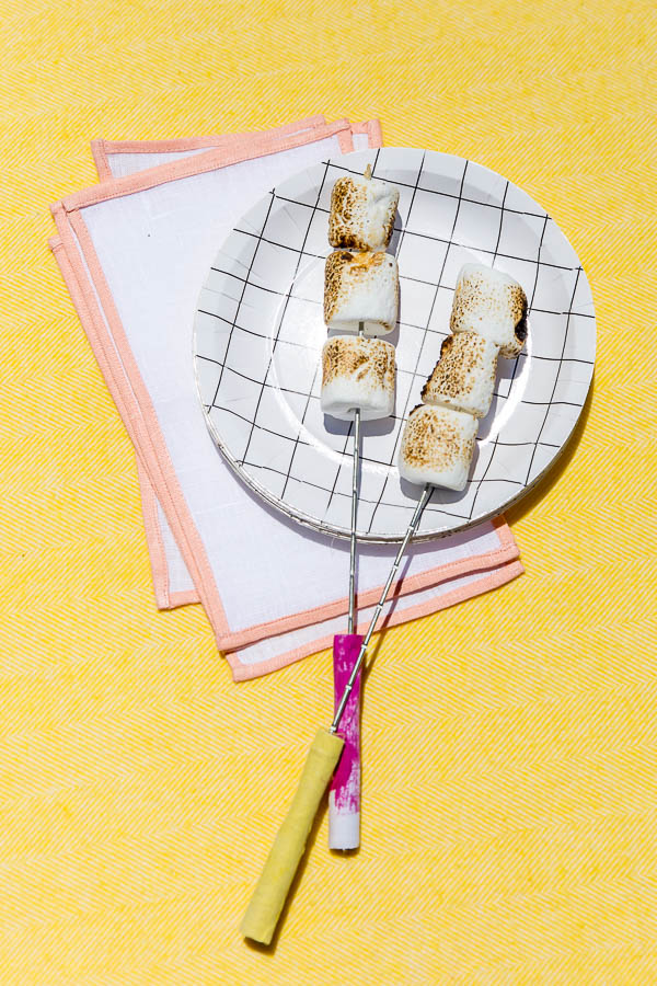 DIY fabric-wrapped s'more sticks. Click through for more colorful outdoor entertaining ideas for summer.