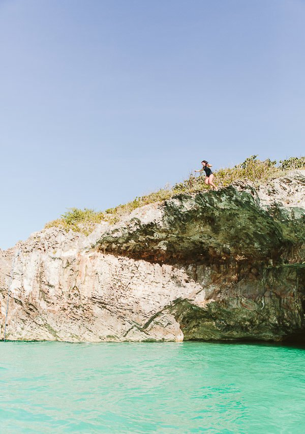 Cliff diving in the Bahamas (Harbour Island)