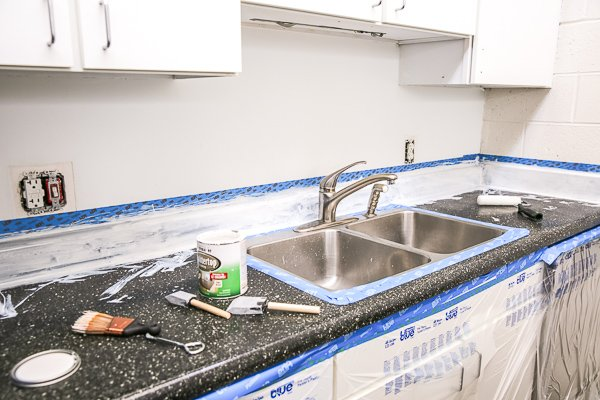The step by step tutorial for resurfacing laminate countertops (cheap)