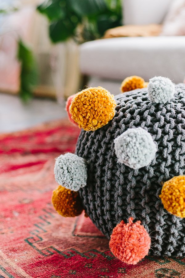 DIY pom pom ottoman. Click through for the tutorial. #fall #interiors #decor