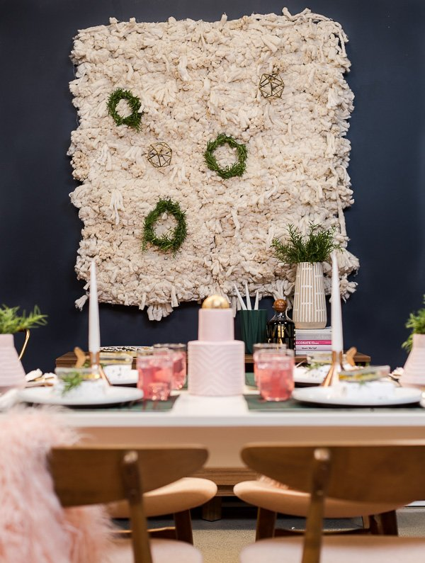 This dining room may be tiny, but it still packs a big punch in the DIY holiday entertaining department. #holiday #entertaining #diningtable #diningroom #christmas