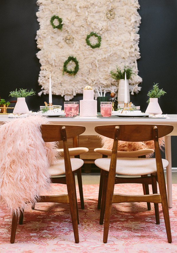 Holiday entertaining (before and after room makeover). This pale pink and deep navy dining room may be tiny, but it still packs a big punch in the DIY entertaining department. #holiday #entertaining #diningtable #diningroom #christmas