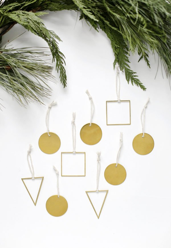 Brass ornaments DIY and a whole bunch of other DIY holiday ornaments to try before Christmas! #ornaments #tassels #holiday #christmas #diy